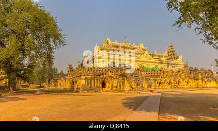 La Maha Aungmye Bonzan Monastery, bien connu en tant que Me nu dans Innwa Chêne Kyaung, Mandalay, Myanmar. Banque D'Images