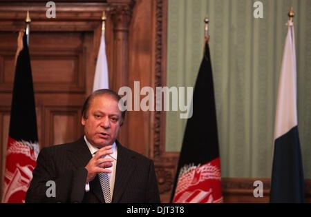 Kaboul, Afghanistan. 30Th Nov, 2013. Le Premier Ministre pakistanais Nawaz Sharif parle lors d'une conférence de presse commune à Kaboul, Afghanistan, le 30 novembre 2013. Un Afghanistan pacifique est dans l'intérêt du Pakistan, a déclaré le Premier Ministre pakistanais Nawaz Sharif, qui a visité la capitale afghane Kaboul le samedi et a tenu une réunion avec le président Hamid Karzaï. © Ahmad Massoud/Xinhua/Alamy Live News