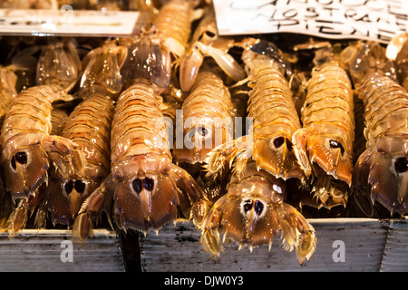 Crevettes Mantis à vendre à Mercato di Marché du Rialto, Venise, Italie. Banque D'Images