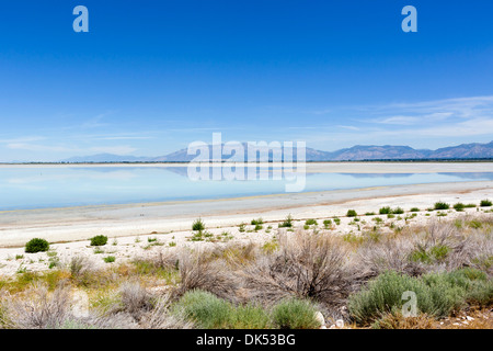 Grand Lac Salé à nord à partir de l'Antelope Island Causeway, Antelope Island State Park, Utah, USA