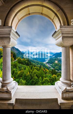Vue depuis le château de Neuschwanstein, dans les Alpes bavaroises de l'Allemagne. Banque D'Images