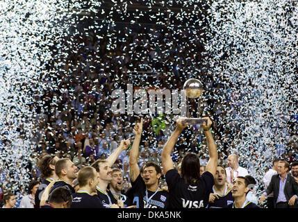 11 septembre 2011 - Mar del Plata, Buenos Aires, Argentine - LUIS SCOLA détient le trophée que l'Argentine célébrer Banque D'Images