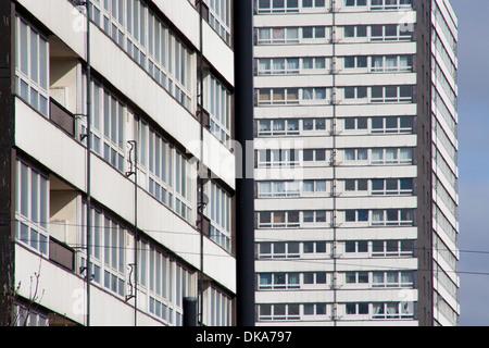 Façades de deux blocs tour in Carpenters Estate Borough of Newham est de Londres Banque D'Images