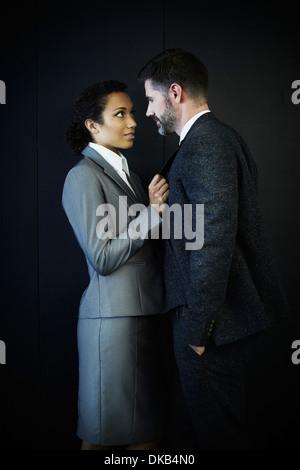 Portrait de couple dans les affaires de l'habillement Banque D'Images