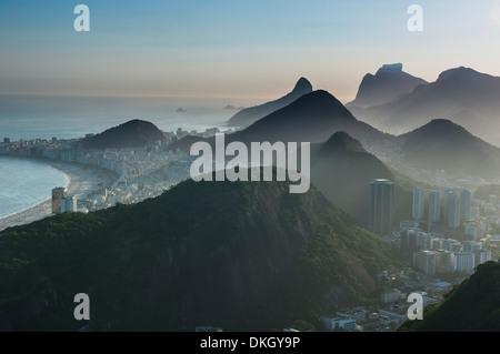 Vue depuis le Pain de Sucre, Rio de Janeiro, Brésil, Amérique du Sud Banque D'Images