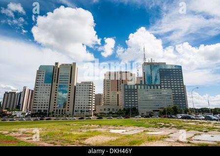 Les immeubles de grande hauteur dans le centre de Brasilia, Brésil, Amérique du Sud Banque D'Images