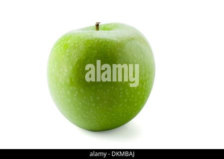 Green Apple isolé sur fond blanc avec le chemin Banque D'Images