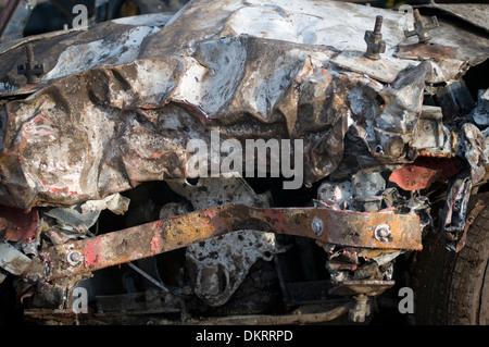 Le travail de corps tordus sur un banger racing voiture après une course Banque D'Images