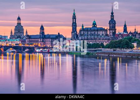 Dresde, Allemagne au-dessus de l'Elbe à l'aube. Banque D'Images
