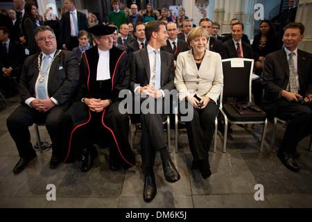 Angela Merkel rencontre le premier ministre néerlandais Mark Rutte à Nimègue en reçoit un doctorat Banque D'Images