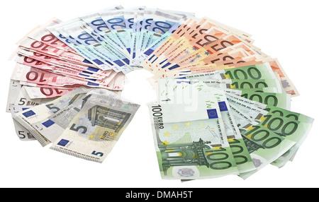 Une liasse de billets en euros isolé sur fond blanc Banque D'Images