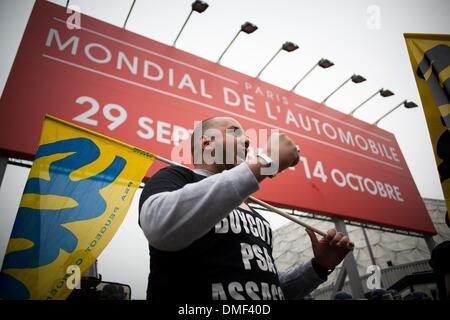 8 octobre 2012 - Les travailleurs de psa manifestent devant le Salon International de l'Auto à Paris le 9 octobre Banque D'Images