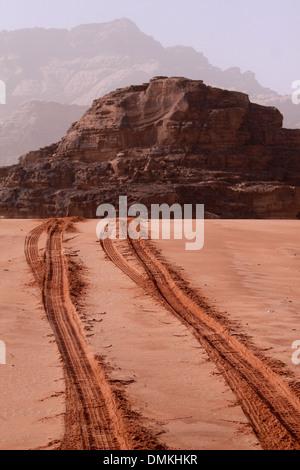 Les pistes sur les sables @Visite à Wadi Ram - Jordanie Banque D'Images