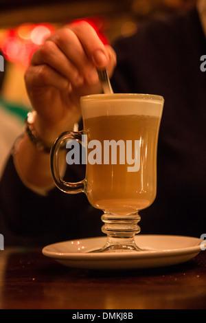 Le café IRLANDAIS AU CAFÉ EN SEINE, Dawson Street, DUBLIN, IRLANDE Banque D'Images