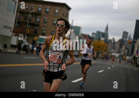 Nov 01, 2009 - New York, New York, USA - Plus de 40 000 coureurs s'exécuter dans le Marathon de New York en 2009. Banque D'Images