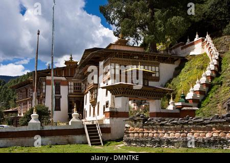 Le Bhoutan, la vallée de Bumthang, monastère de Kurjey Lhakang, entrée privée Banque D'Images