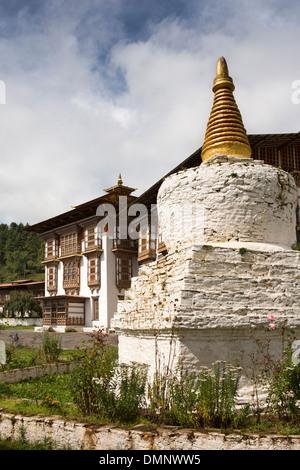 Le Bhoutan, la vallée de Bumthang, Kurjey Lhakang, monastère, chorten dans la cour Banque D'Images