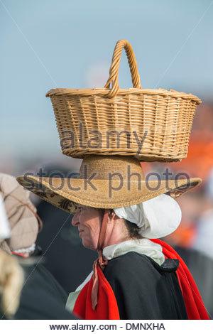 Pays-bas, Scheveningen. Bicentenaire. Atterrissage historique à la plage de Scheveningen. Les pêcheurs et les femmes Banque D'Images