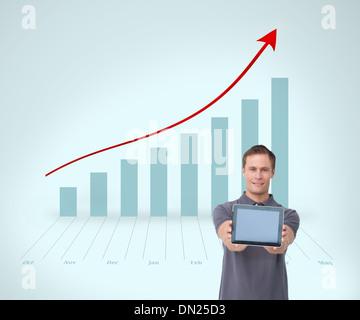 Image composite de jeune homme montrant son écran d'ordinateur tablette Banque D'Images
