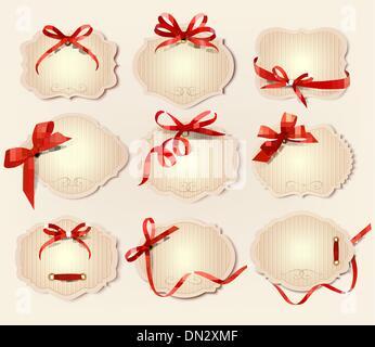 Ensemble de belles étiquettes rétro cadeau rouge avec des arcs avec des rubans.ve