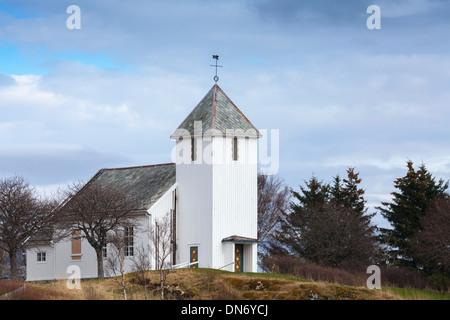 En bois blanc traditionnel de l'Église luthérienne norvégienne dans la petite ville Banque D'Images