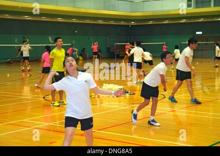 L'île de Hong Kong, Chine Hong Kong Central Park Sports Centre Centre de badminton gymnase intérieur enseignant Banque D'Images