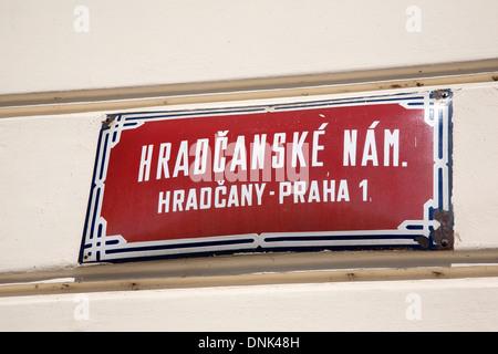 Hradcanske Nam Street Sign; quartier de Mala Strana, Prague, République Tchèque Banque D'Images