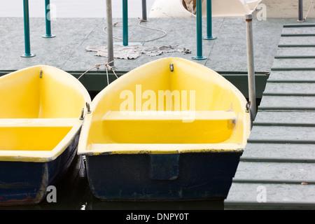 Barques sur le lac. Banque D'Images