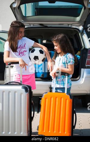 Pour charger des bagages en Van pour vacances, Mannheim, Baden-Wurttemberg, Germany Banque D'Images