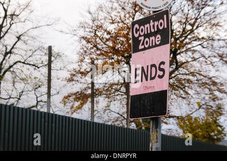 Signe indiquant la fin d'une zone de contrôle commun, à Belfast et villes en Irlande du Nord pendant les troubles