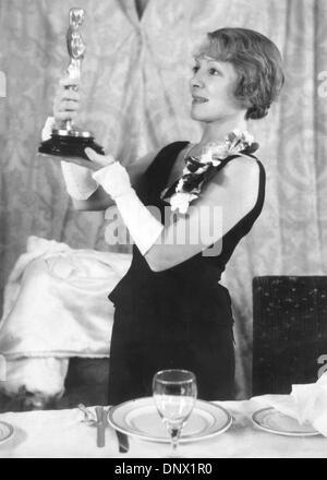 Le 21 novembre 1932 - Los Angeles, CA, États-Unis - un deux-temps Academy Award-winning actrice américaine dont Banque D'Images