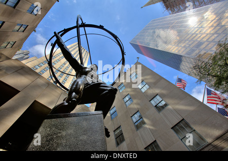 Statue d'Atlas en face du Rockefeller Center, New York City, USA Banque D'Images
