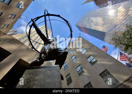 Statue d'Atlas en face du Rockefeller Center, New York City, USA Banque D'Images