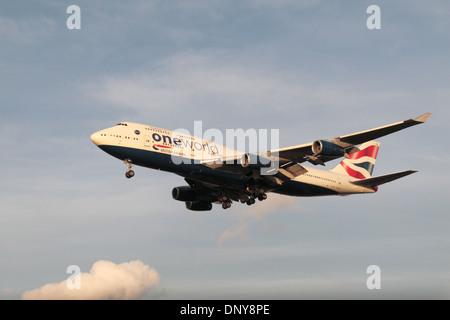 Un Boeing 747-436 de British Airways (G-CIVP) pour atterrir à l'aéroport de Heathrow, Londres, Royaume-Uni. Banque D'Images