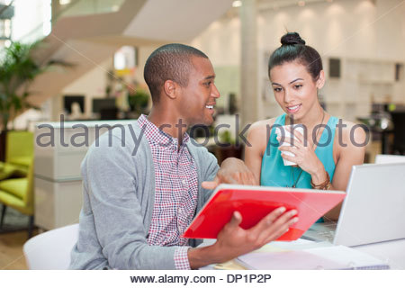 Businessman with digital tablet Banque D'Images