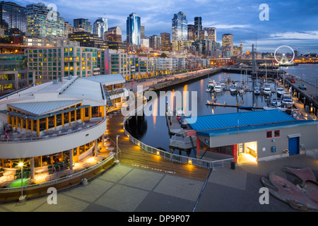 Seattle skyline de Pier 66 Banque D'Images