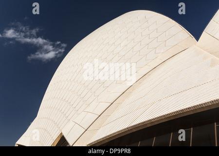 Des détails architecturaux de l'architecture moderne de la toiture de l'Opéra de Sydney, Australie Banque D'Images