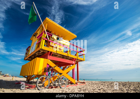 South Beach, Miami, Floride, USA lifeguard post. Banque D'Images