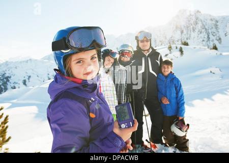 Famille de skieurs, Les Arcs, Haute-Savoie, France Banque D'Images