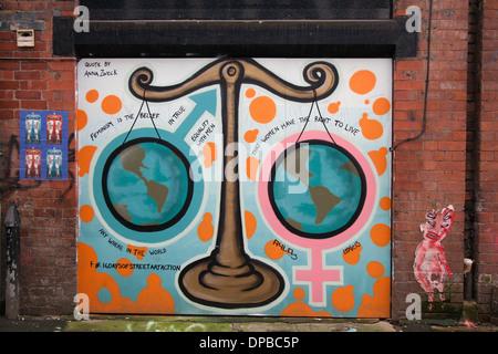 Citation par Anna Zweck _ Une peinture d'échelles dans le quart nord N4 ou NQ 2, le centre-ville de Manchester, Banque D'Images