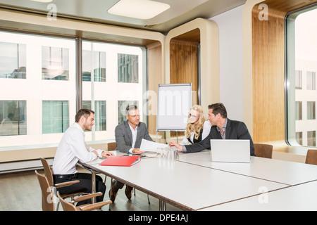 Réunion d'affaires dans la salle de conférence Banque D'Images