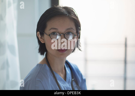 Portrait of young female doctor in office Banque D'Images