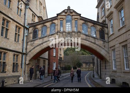 Le Pont des Soupirs en centre-ville d'Oxford UK Banque D'Images