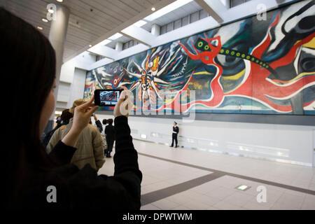 29 Nov 2008 - Tokyo, Japon - un 5.5 mètre de haut et 30 mètres de large murale géante peinte par la fin de l'artiste Banque D'Images