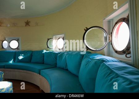 Trou de port dans windows salon phare rond Banque D'Images
