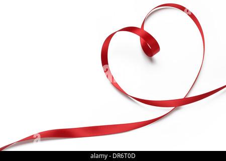 Ruban rouge en forme de coeur,concept valentines. Banque D'Images