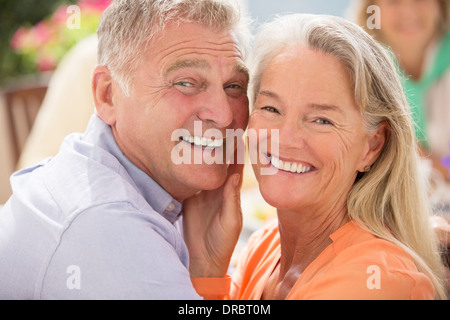 Senior couple smiling outdoors Banque D'Images