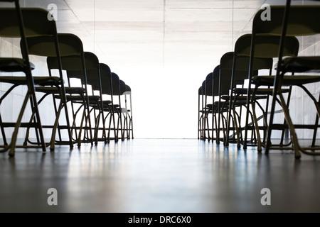 Chaises vides dans office Banque D'Images