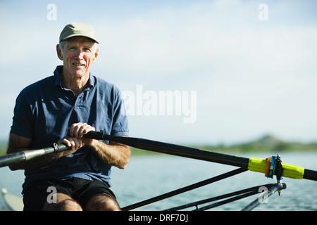 Colorado USA homme d'âge moyen skiff Aviron Aviron Banque D'Images