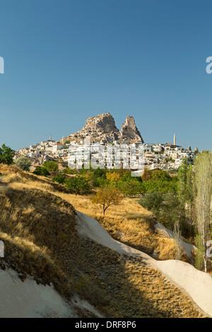 Village et château d'Uchisar, Cappadoce, Turquie Banque D'Images